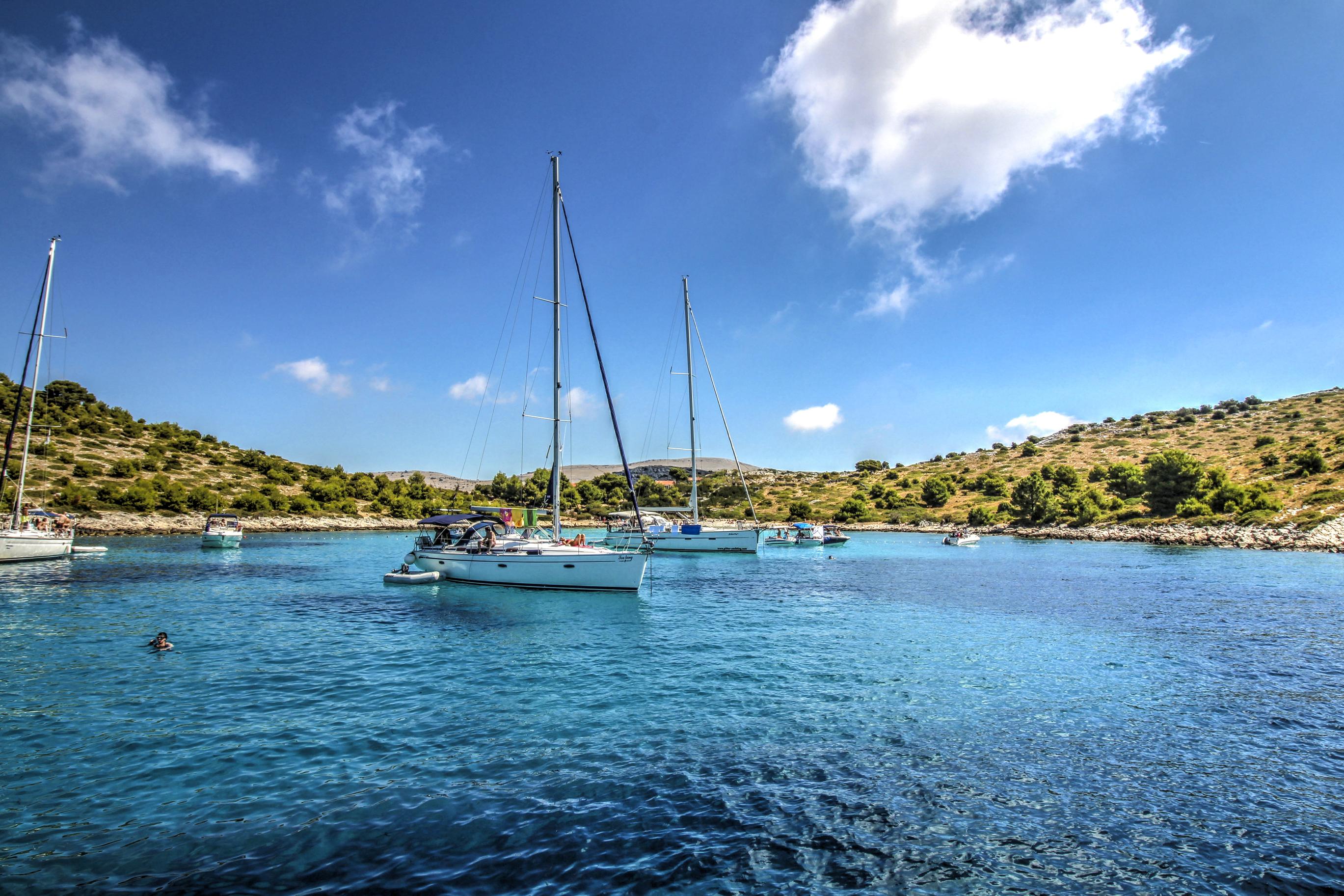 Att hyra båt i Kroatien genom MS Marintjänst är ert nöje. Ni kan räkna med hög personlig service och att vi gör allt för att er båtchartersemester i Kroatien ska bli en helt oförglömlig upplevelse