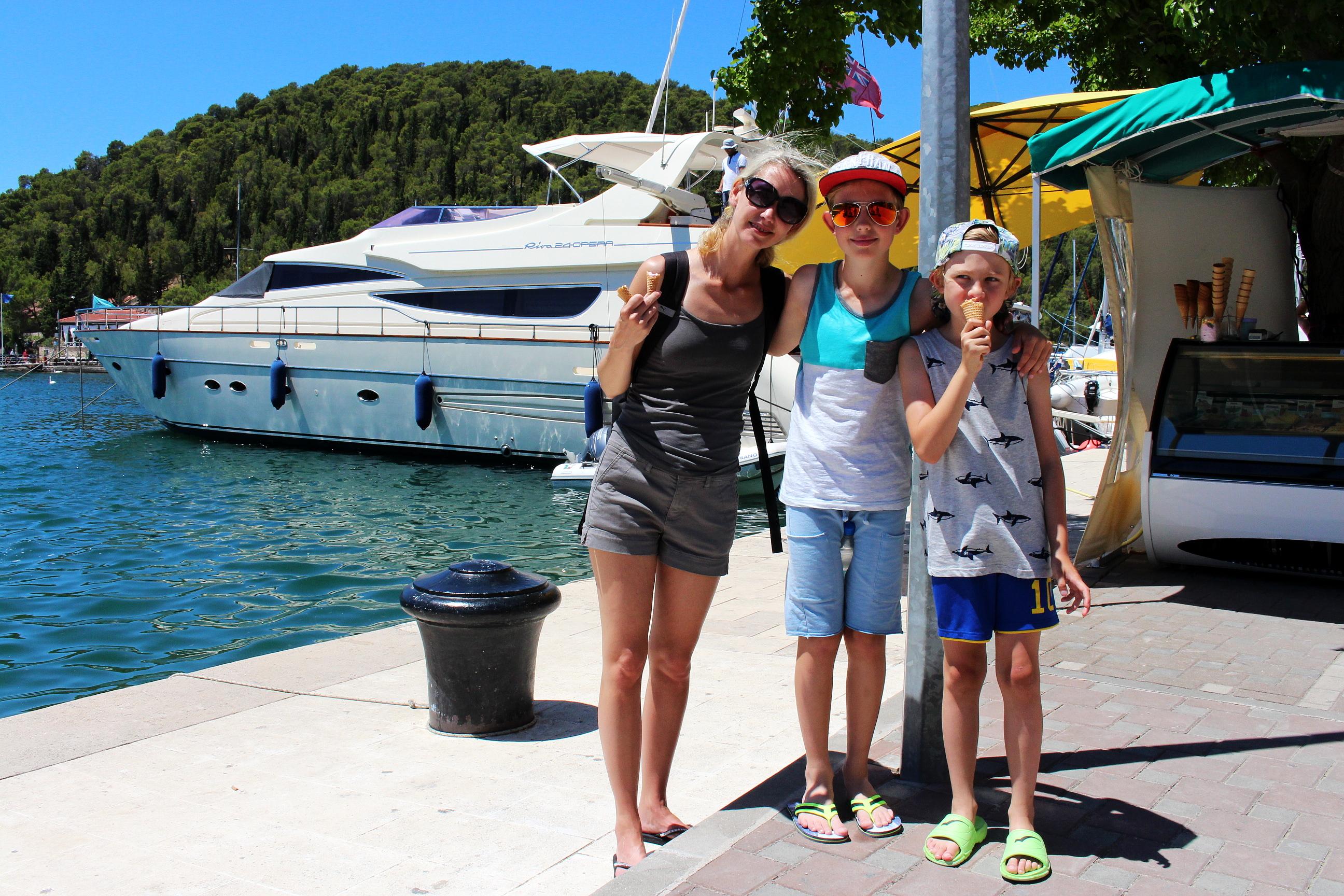 MS Marintjänst är er personliga agent för båtcharter i Kroatien. Vi hjälper er att få uppleva era drömmars semester med båt i det fantastiska storslagna seglingslandet Kroatien