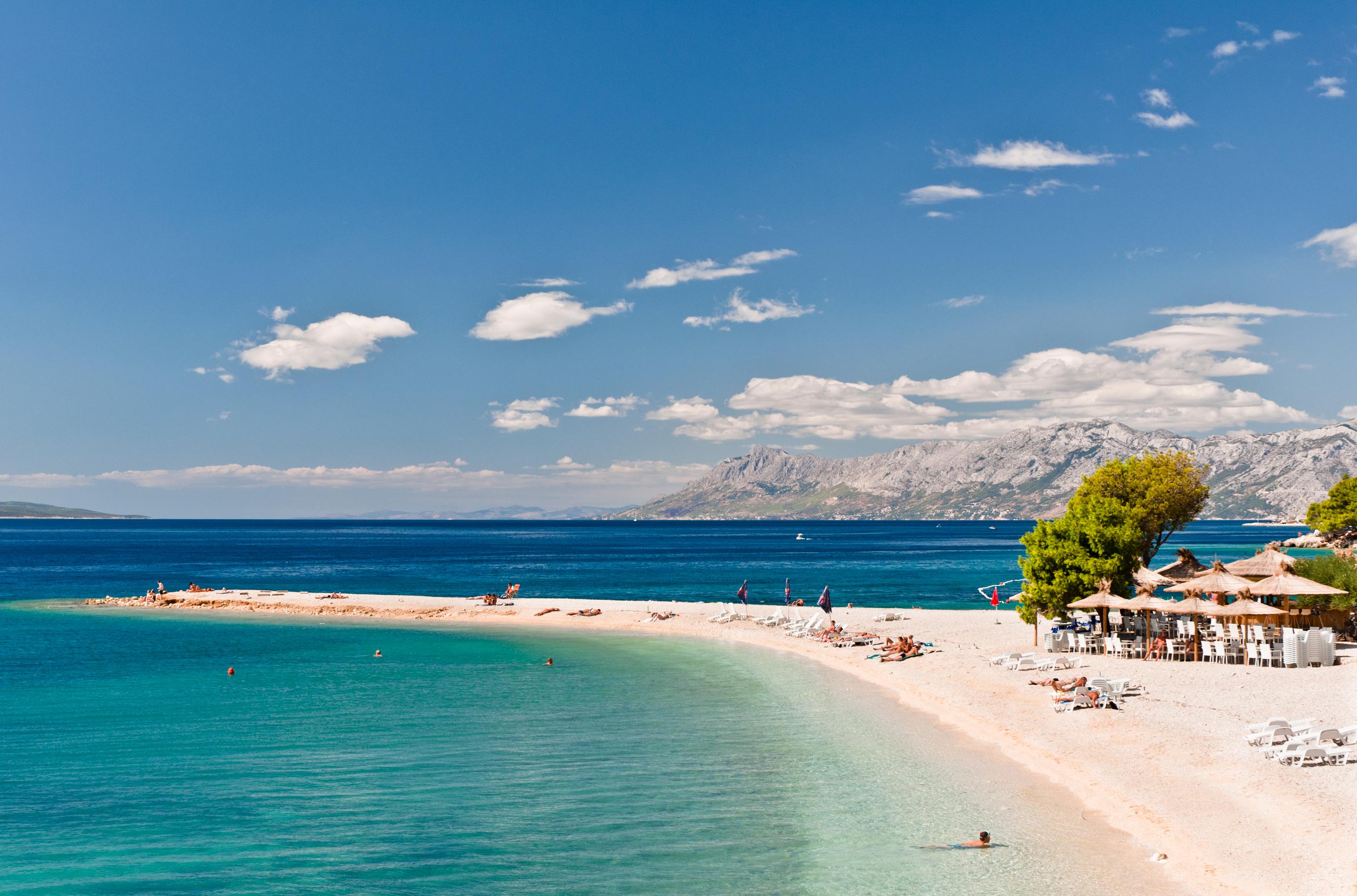 I det fantastiska seglingslandet Kroatien finns många sagolikt vackra stränder, däribland stranden i turistorten Makarska