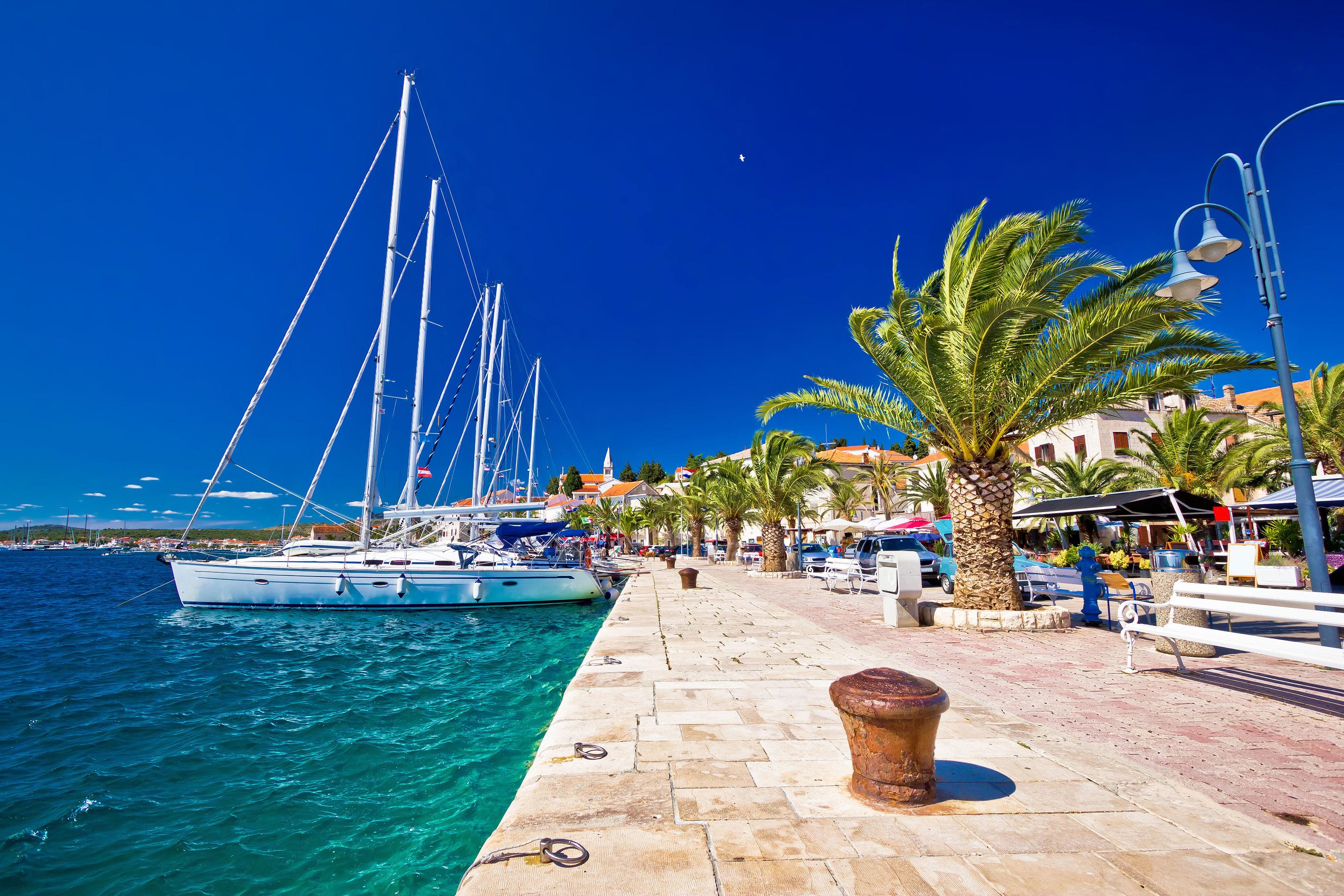 Att hyra båt i Kroatien genom MS Marintjänst är något ni måste prova. Vi lovar er hög personlig service och vi gör vårt yttersta för att er båtsemester i Kroatien ska bli er bästa semester någonsin