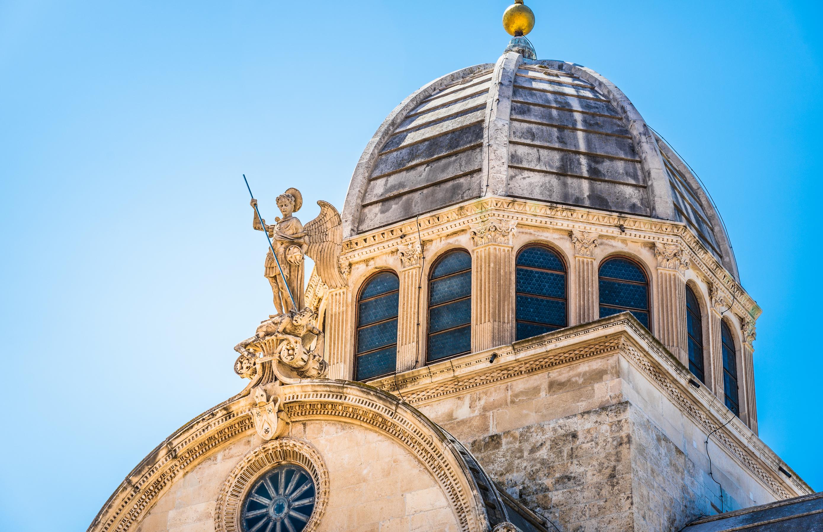 I det fantastiska seglingslandet Kroatien finns flera vackra kuststäder med mäktiga historiska byggnader med tydliga anor från antikens Rom