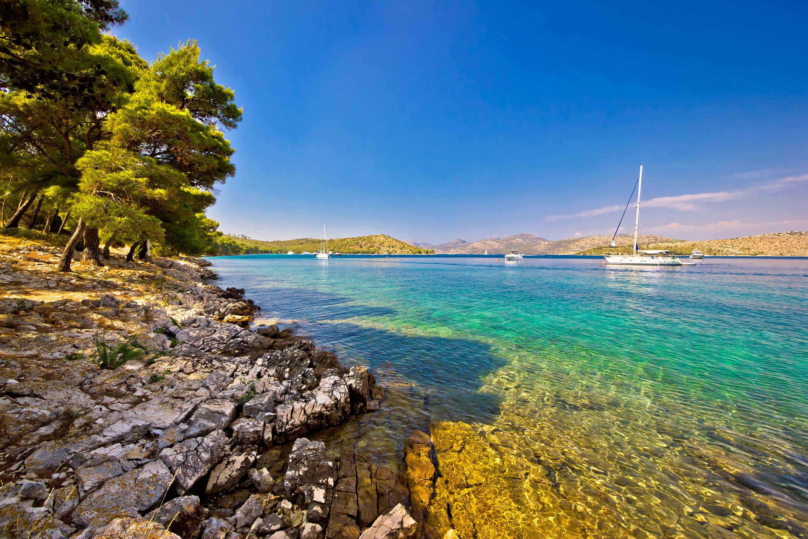 Upplev en helt fantastisk båtsemester i medelhavsklimat och i fantastiska miljöer genom att hyra båt i det fantastiska seglingslandet Kroatien genom MS Marintjänst